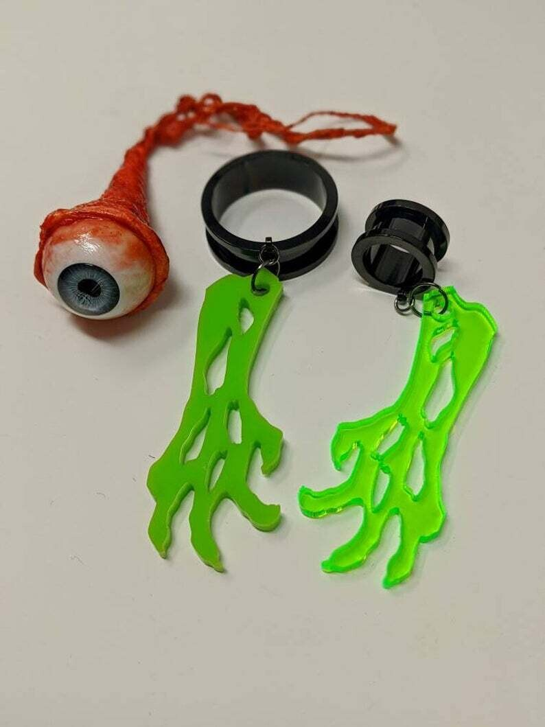 Dangle Tunnel Zombie Arm (2 Colours) 10mm-50mm