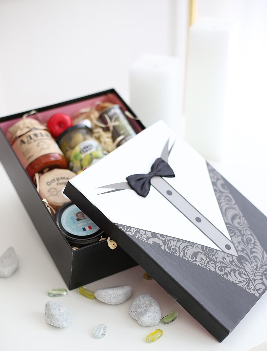 Коробка для подарочного набора до 1200 р с наполнителем