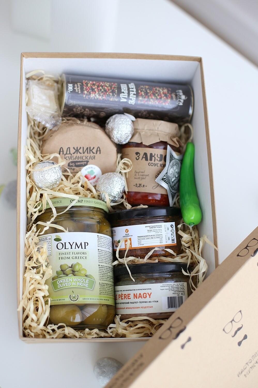 Коробка для подарочного набора до 2000 р с наполнителем