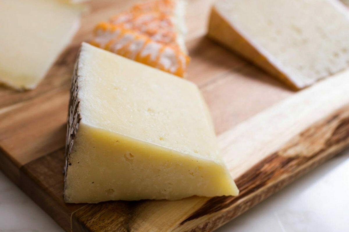 Сыр Монтазио с трюфелем (96 г)
