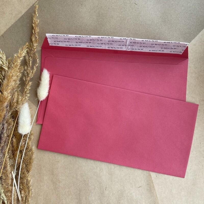 Малиновый конверт 11х22 см