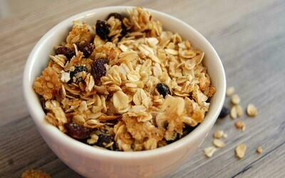 Granola mix ( Oats, Nuts, Seeds, Berries )