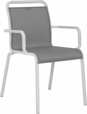 OSKAR STAPELSESSEL Aluminium weiß mit Textilenbezug silber und Aluminiumarmlehnen weiß