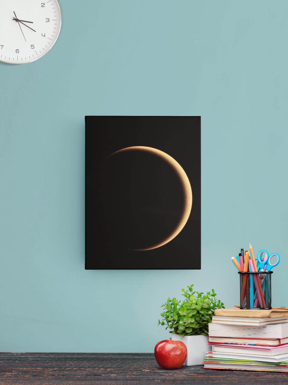 Lune dans les ténèbres de l'univers