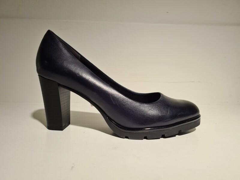Marco Tozzi Leather pump Black