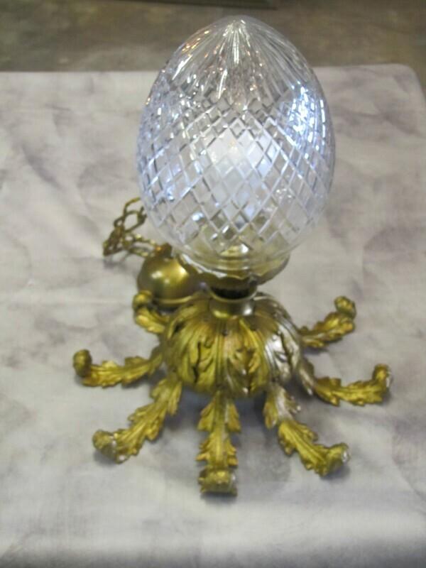Lustre globe œuf bronze et verre soufflé ciselé