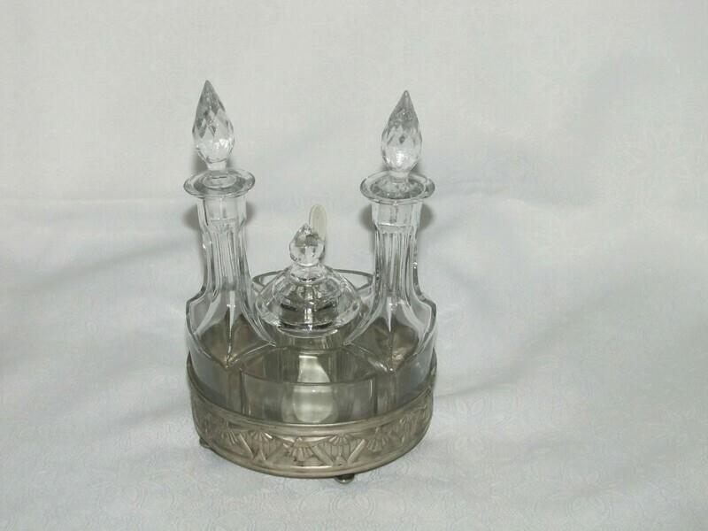 Service à vinaigrette en verre sur socle en métal argenté