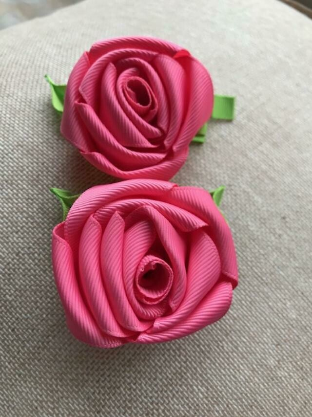 Dark pink rose clip