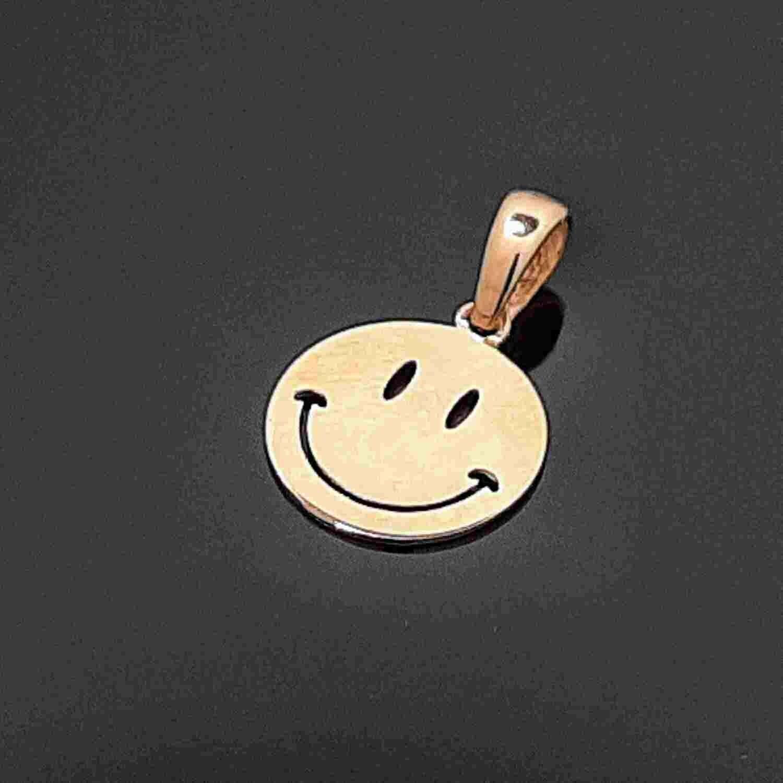 Auksinis pakabukas, Šypsenėlė