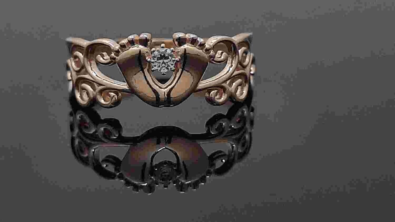 Auksinis moteriškas žiedas pėdutės, 17,75 dydis