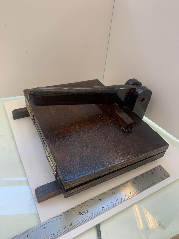 "Dark Stain Large tortilla Press 8""x10"" Printable"