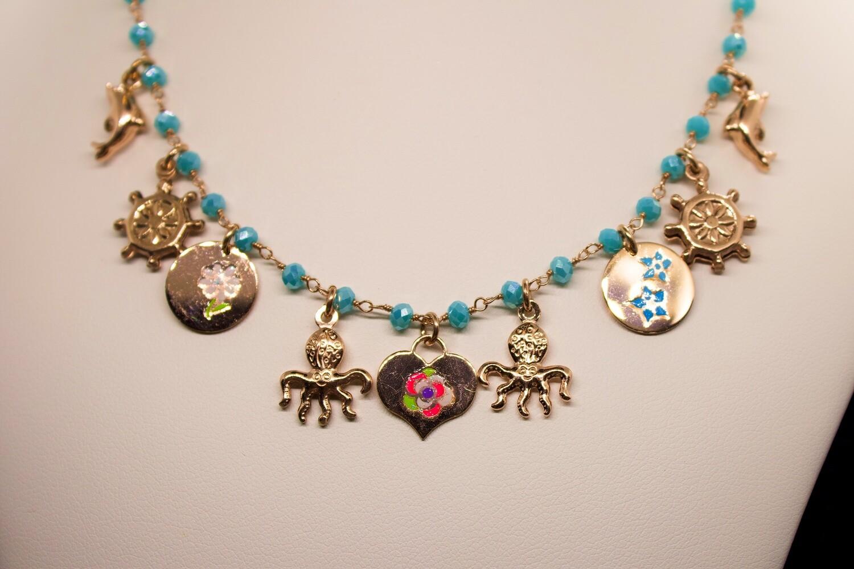 Collana in argento rosè con charms e turchesi