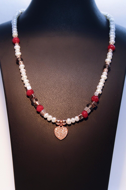 Collana con perle, pietre dure e cuore in argento rosè con zirconi