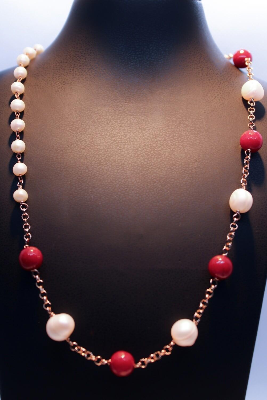Collana in argento rosè con perle e cristalli rossi