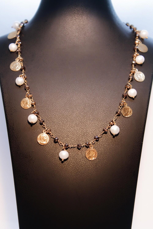 Girocollo in argento dorato con perle, monete e quarzi fumè