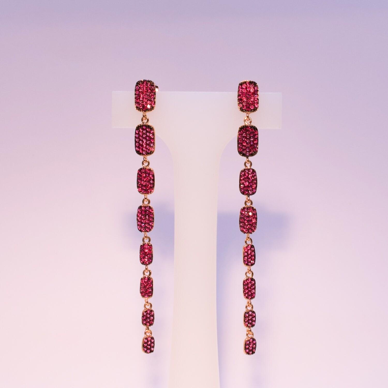 Orecchini pendenti lunghi rosè con zirconi fucsia