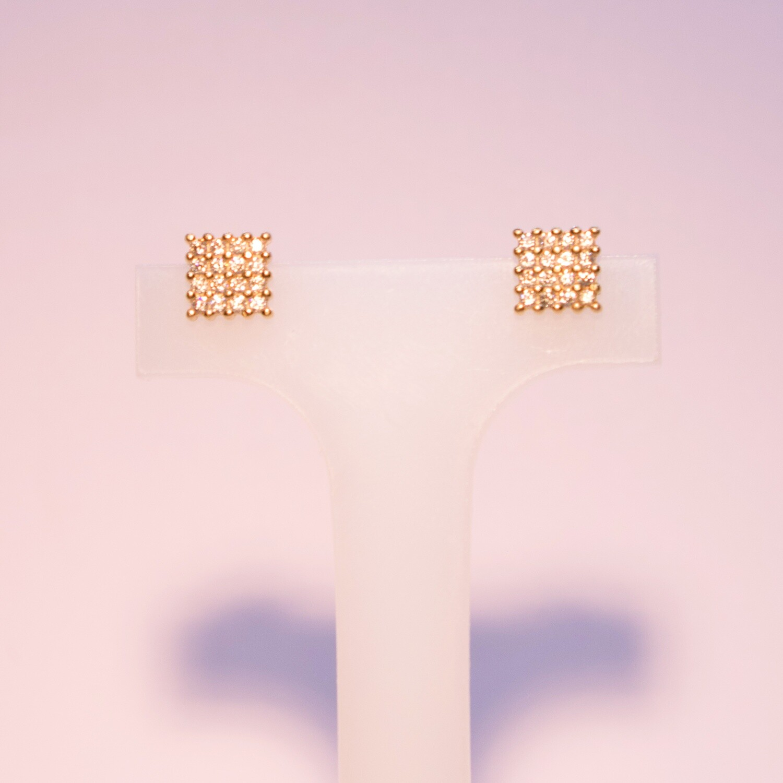 Orecchini in argento dorato con pavè quadrato di zirconi