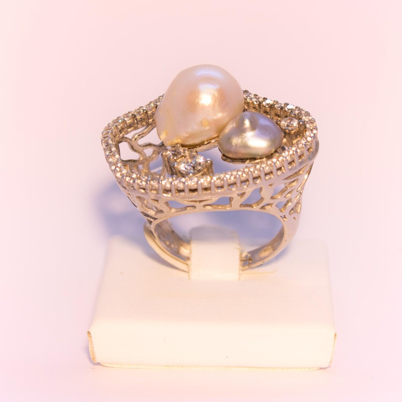 Anello grande in argento con perle naturali e zirconi