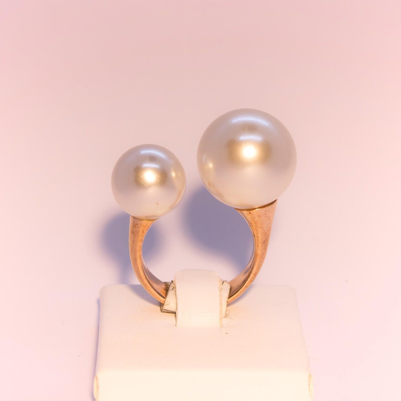 Anello grande in argento rosè con perle naturali contrariè