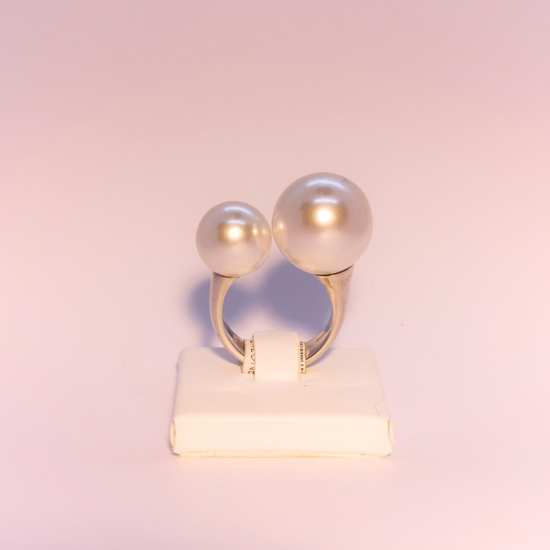 Anello grande in argento con perle naturali contrariè