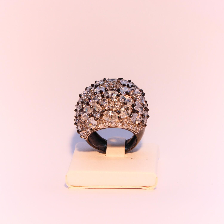 Anello grande in argento brunito con zirconi
