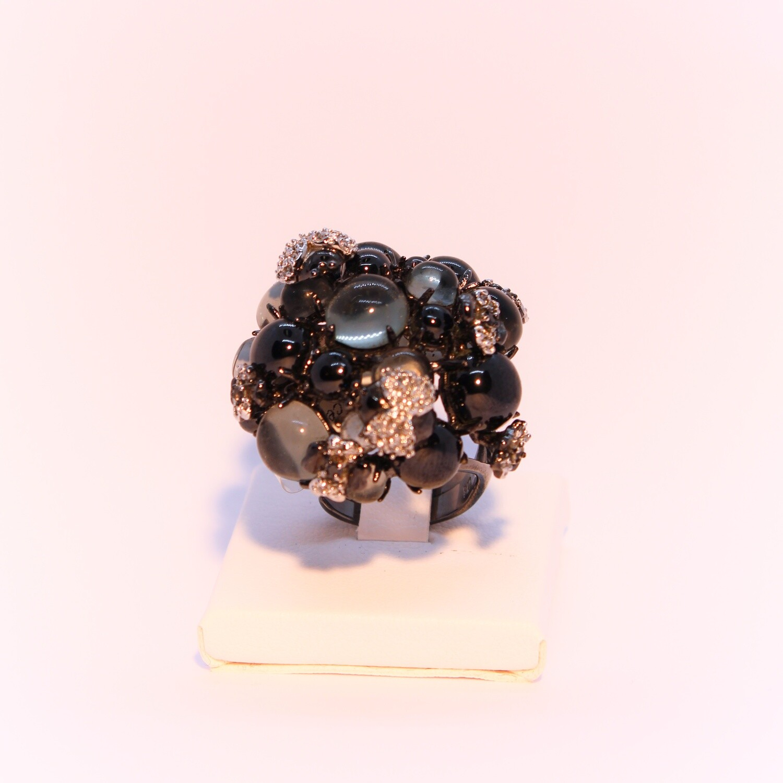 Anello grande in argento brunito con zirconi e cristalli