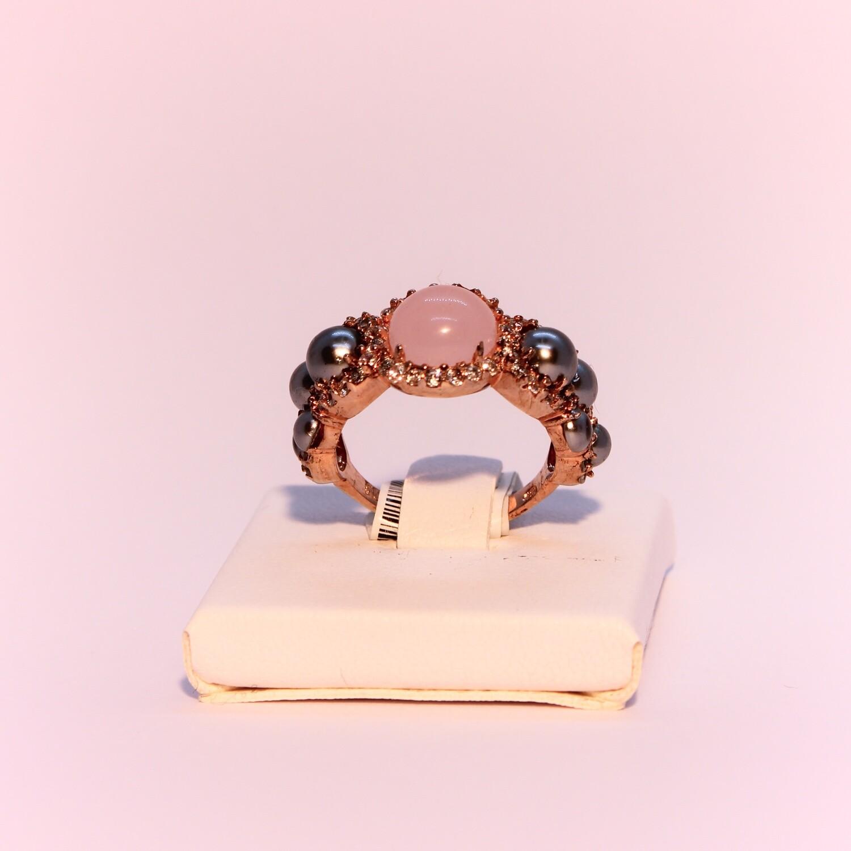 Anello in argento rosè con quarzo rosa e perle