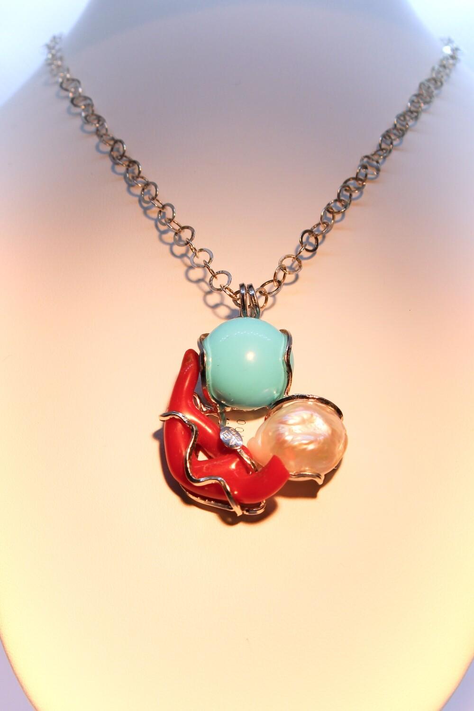 Ciondolo in argento con corallo, perla e turchese