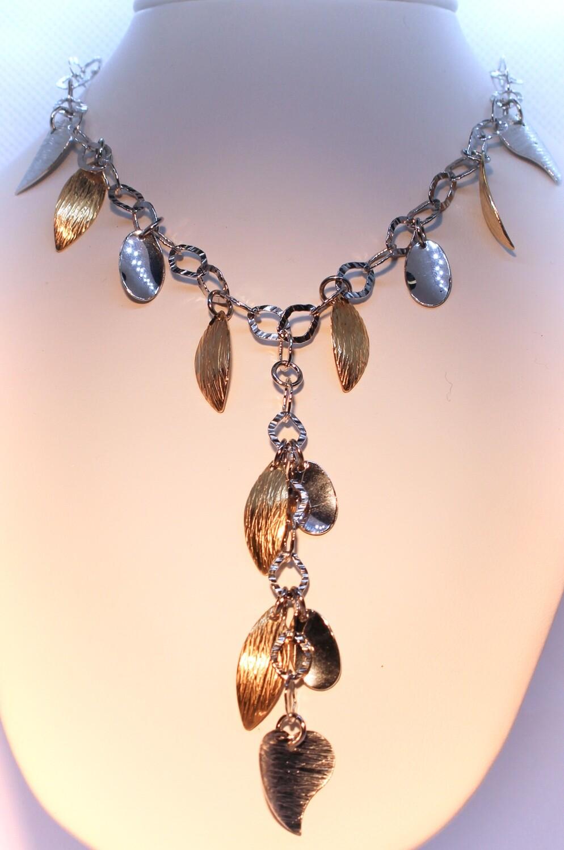 Collana in argento bicolor con cuori e foglie