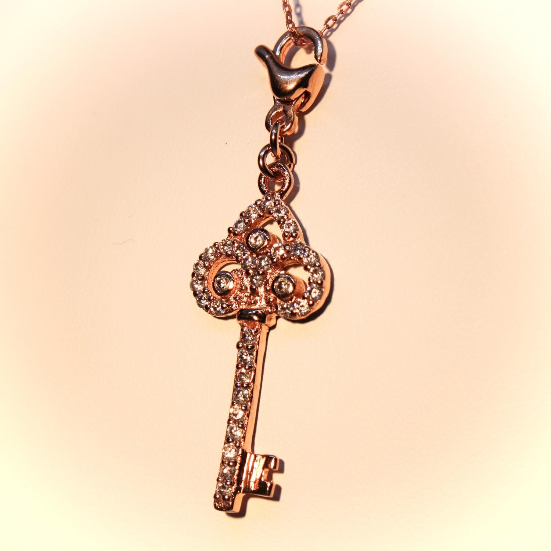 Collana chiave in argento rosè e zirconi