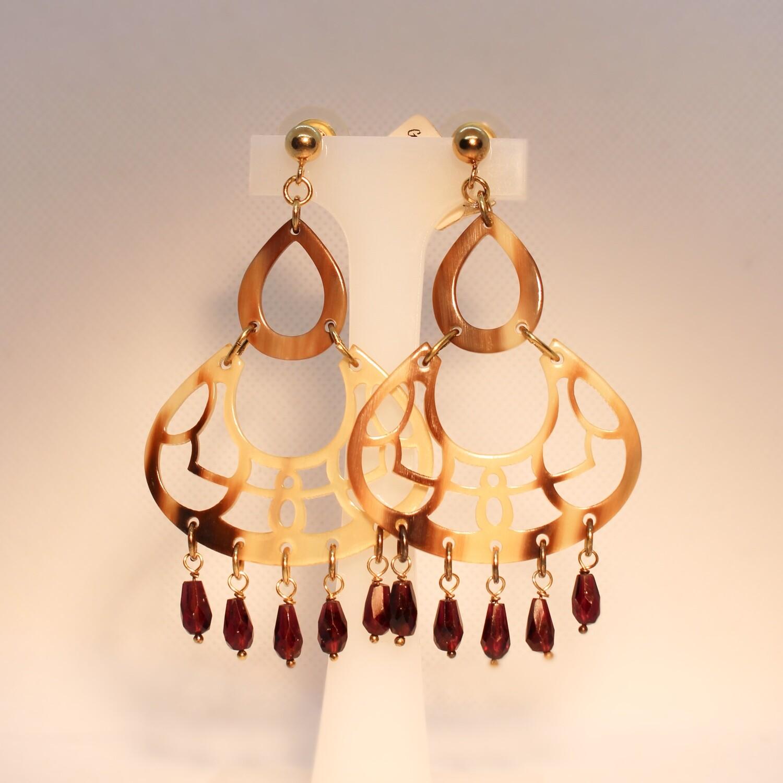 Orecchini chandelier in corno, argento e pietre dure