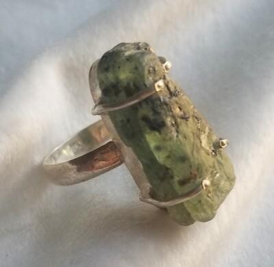 Green Kyanite ring - size 8