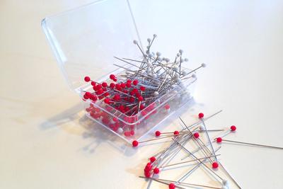 Japanese Glass Head Silk Pins PSS-117-1