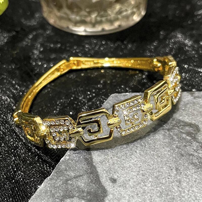 Amazed Luxury Bracelet