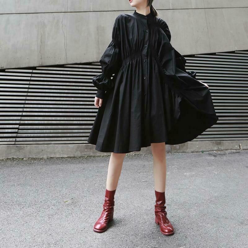 vestido negro plisado
