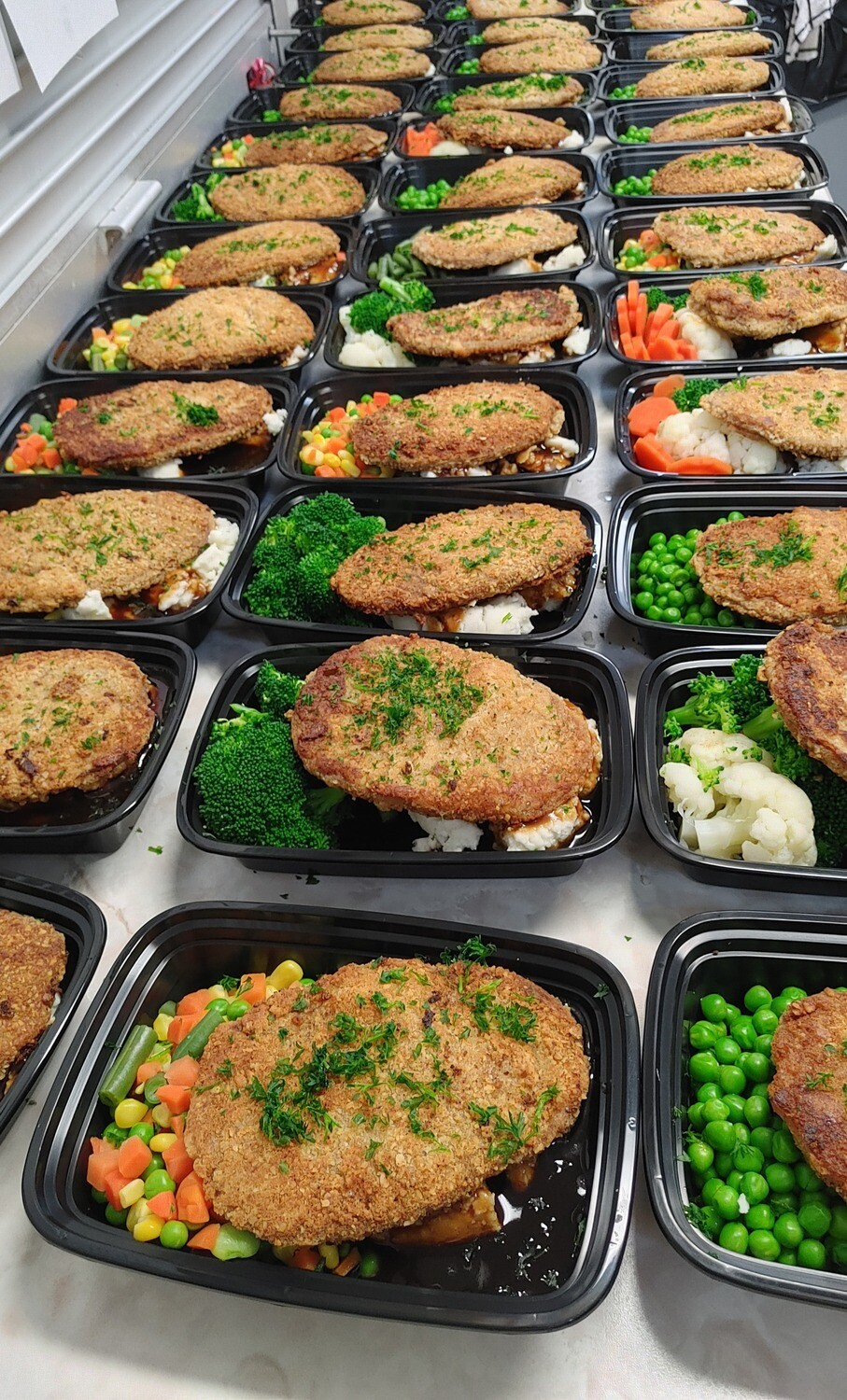 Veal Cutlet with Mashed Potatoes, Vegetables & Gravy