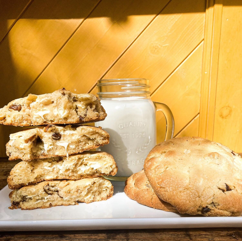 """So Extravagant Biscuits aux Brisures de Chocolat Blanc avec noix """" Style New York """" (Boite de 6 biscuits de 180g chacun)"""