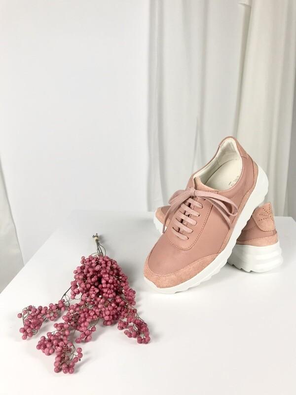 Sneaker blush