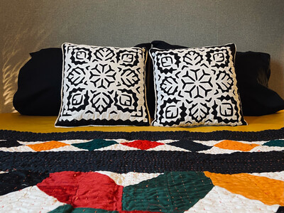 BAW Appliqué Cushion Cover Set