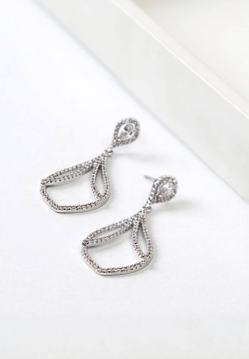 CHARMING - Chandelier Earrings