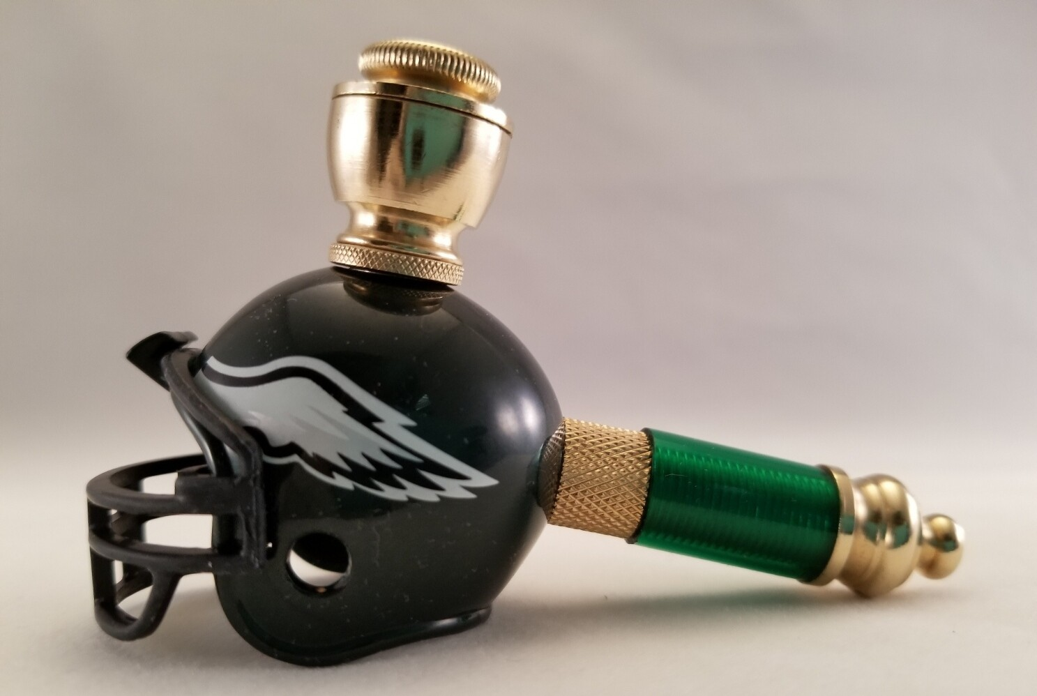 PHILADELPHIA EAGLES FOOTBALL HELMET SMOKING PIPE Mini/Brass/Green