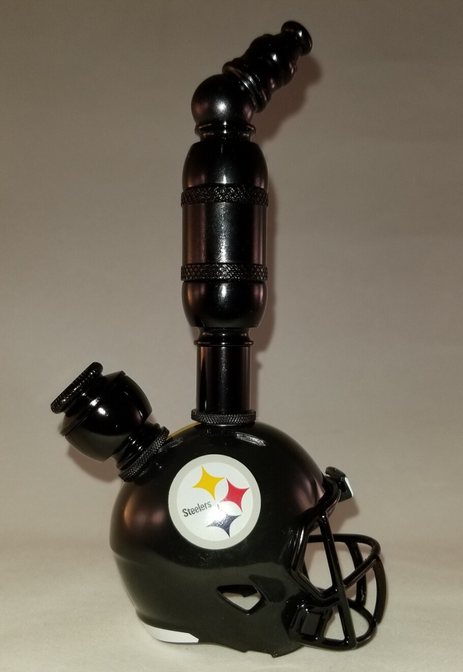 "PITTSBURGH STEELERS ""BAD ASS"" NFL FOOTBALL HELMET SMOKING PIPE Upright/Black Anodized"