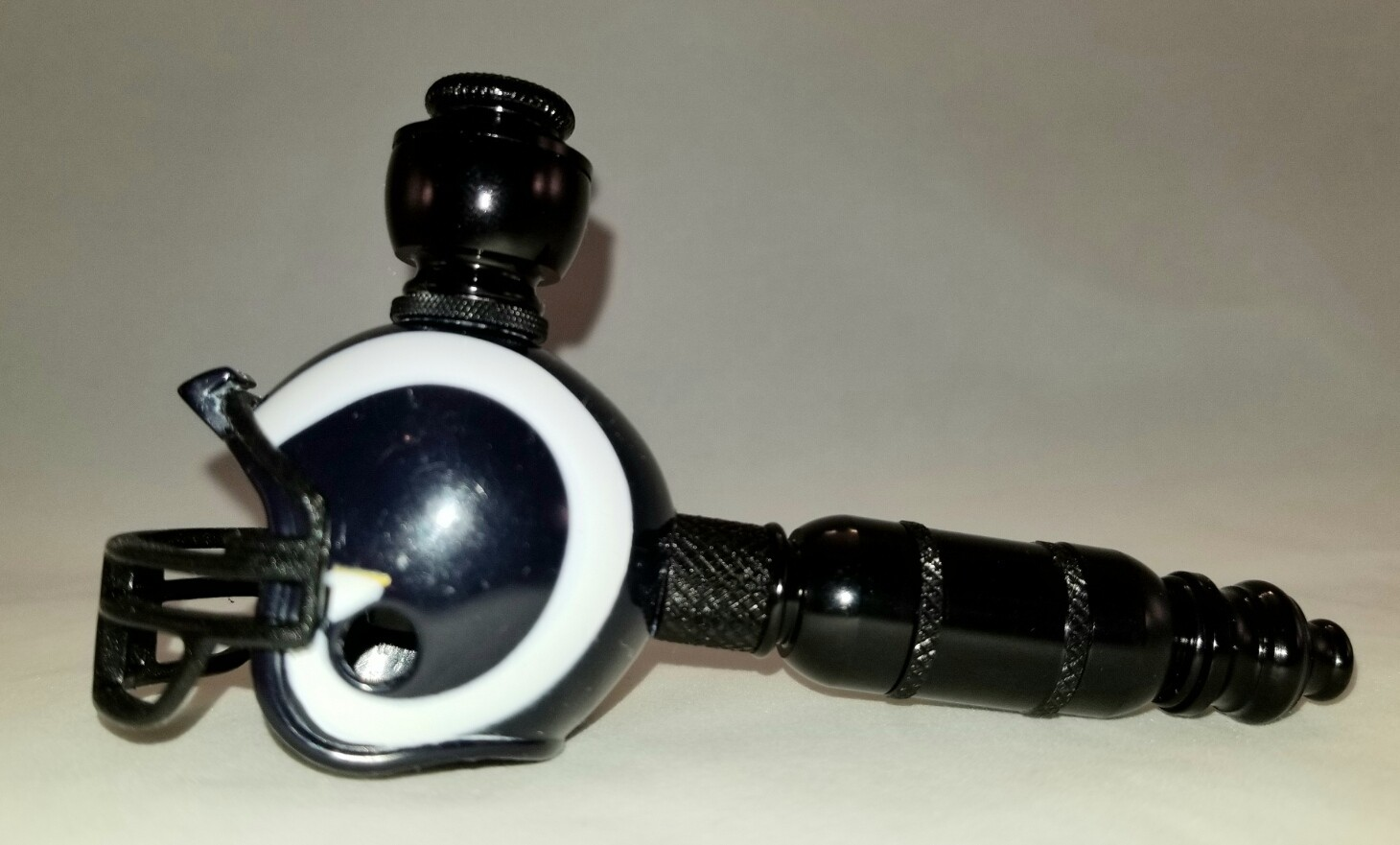 "LOS ANGELES RAMS ""BAD ASS"" NFL FOOTBALL HELMET SMOKING PIPE Small Straight/Black Anodized/White"