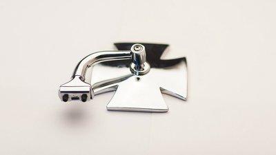 Зеркало в форме креста изогнутой ножке
