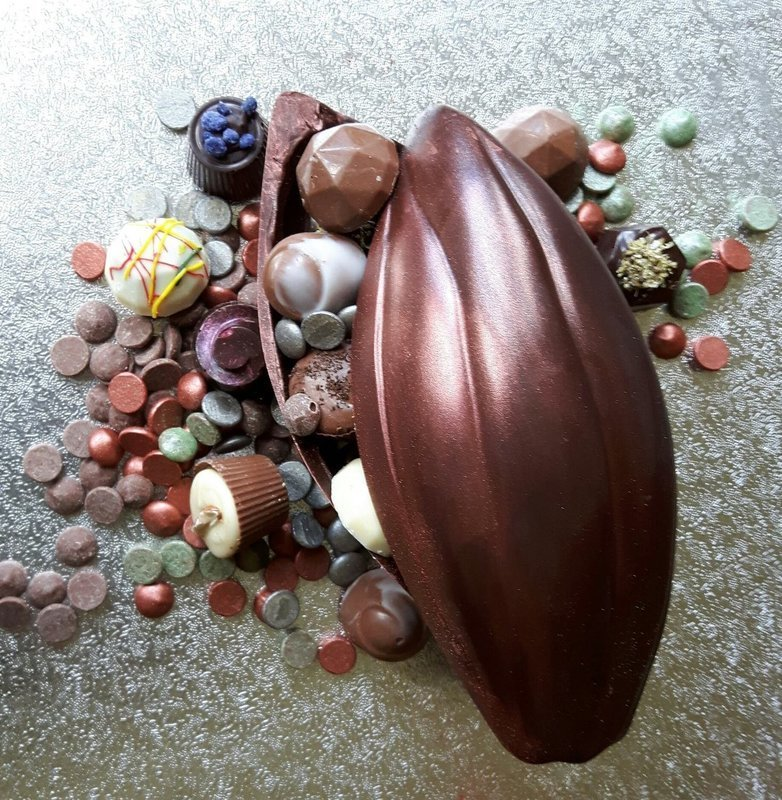Cocoa Pod filled with Truffles