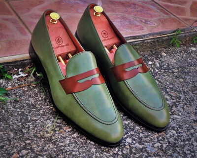 Cru Nonpareil Jens Penny Loafer in Olive Calf with Med Brown Strap.