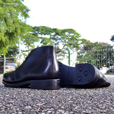Cru Nonpareil Chukka Boot In Black Calf