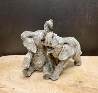 Knuffelende Olifantjes