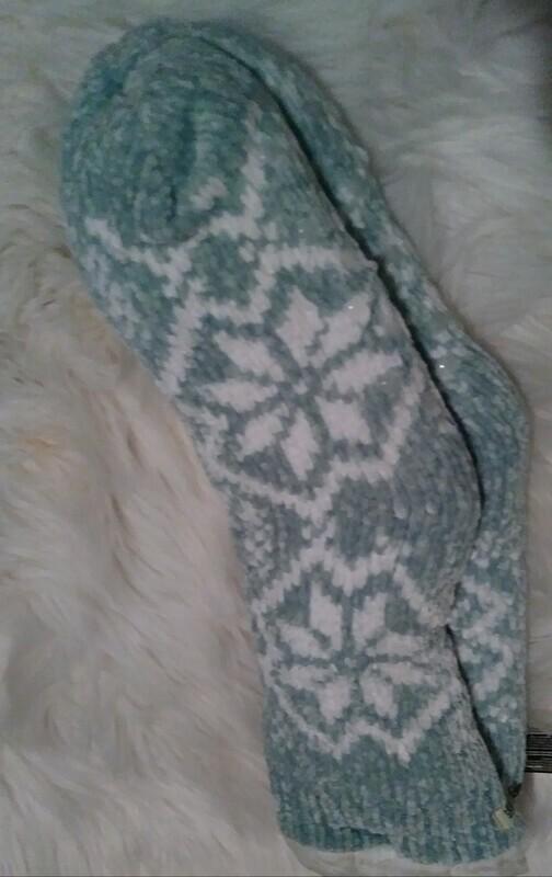 Bee & Willow Slipper Socks (snowflake)