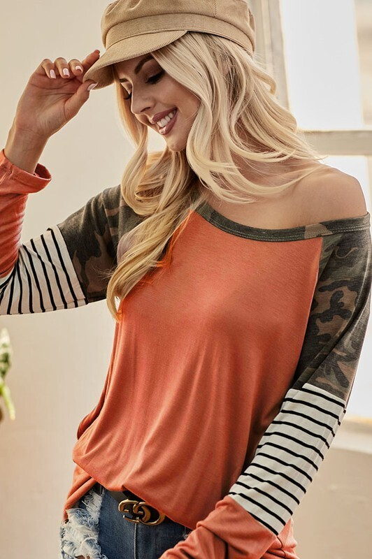 JERSEY KNIT TOP WITH CAMOUFLAGE AND STRIPE SLEEVE